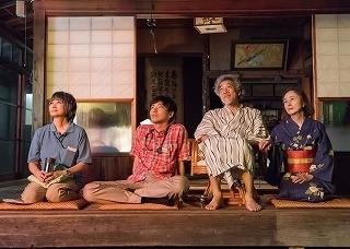 2余貴美子、柄本佑、宇崎竜童、大谷直子.jpg